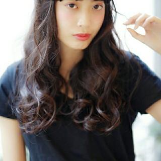 コンサバ 暗髪 パーマ 大人かわいい ヘアスタイルや髪型の写真・画像