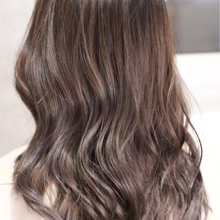 ロング ハイライト ダブルカラー バレイヤージュ ヘアスタイルや髪型の写真・画像