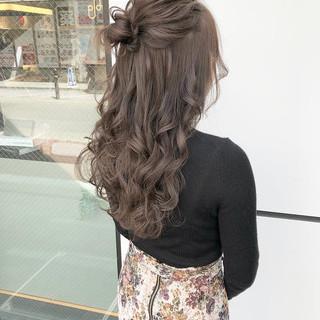 ロング ハーフアップ オリーブベージュ 大人可愛い ヘアスタイルや髪型の写真・画像