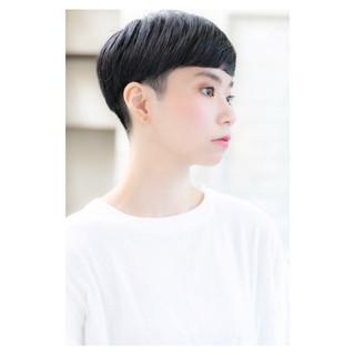 マッシュ 小顔 個性的 似合わせ ヘアスタイルや髪型の写真・画像 ヘアスタイルや髪型の写真・画像