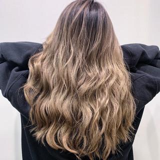 ハイライト 成人式 エレガント バレイヤージュ ヘアスタイルや髪型の写真・画像