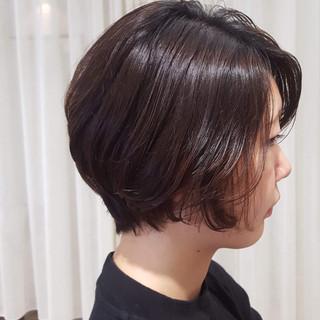 ショートヘア ミニボブ ナチュラル ベージュ ヘアスタイルや髪型の写真・画像