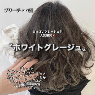 アッシュグレージュ 切りっぱなしボブ ミディアム グレージュ ヘアスタイルや髪型の写真・画像