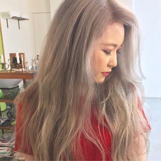 グラデーションカラー ハイトーン ロング ウェーブ ヘアスタイルや髪型の写真・画像