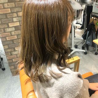 ミディアム 透明感カラー インナーカラー ダメージレス ヘアスタイルや髪型の写真・画像