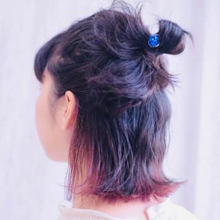 ボブ インナーカラー チェリーピンク フェミニン ヘアスタイルや髪型の写真・画像