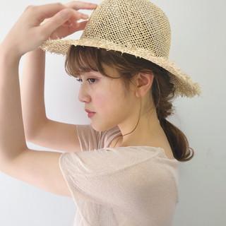 ベージュ 帽子アレンジ ヘアアレンジ ガーリー ヘアスタイルや髪型の写真・画像