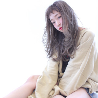 フェミニン 外国人風カラー グレージュ 前髪あり ヘアスタイルや髪型の写真・画像