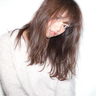 セミロング 外ハネ 簡単ヘアアレンジ くせ毛風 ヘアスタイルや髪型の写真・画像