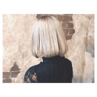 グレージュ シルバーアッシュ ストリート 透明感 ヘアスタイルや髪型の写真・画像 ヘアスタイルや髪型の写真・画像