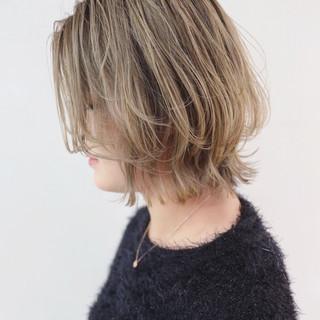 アンニュイほつれヘア グラデーションカラー グレージュ ストリート ヘアスタイルや髪型の写真・画像