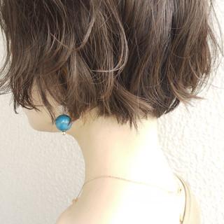 大人かわいい アッシュグレー ガーリー マッシュショート ヘアスタイルや髪型の写真・画像