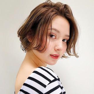 くびれボブ 大人かわいい ショート 透明感カラー ヘアスタイルや髪型の写真・画像