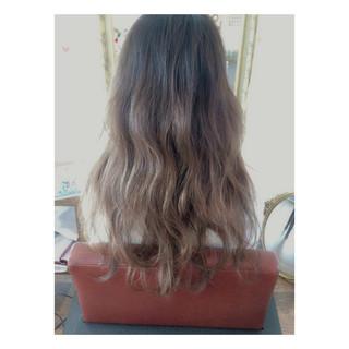 外国人風 ガーリー グラデーションカラー グレージュ ヘアスタイルや髪型の写真・画像