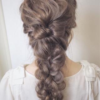 結婚式 フェミニン 四つ編み 編み込み ヘアスタイルや髪型の写真・画像 ヘアスタイルや髪型の写真・画像
