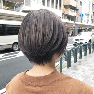 ショート アッシュグレー ナチュラル グレージュ ヘアスタイルや髪型の写真・画像