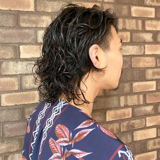 メンズスタイル ナチュラル ミディアム ウェット感 ヘアスタイルや髪型の写真・画像