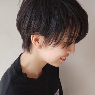 ナチュラル 黒髪 ショート シースルーバング ヘアスタイルや髪型の写真・画像
