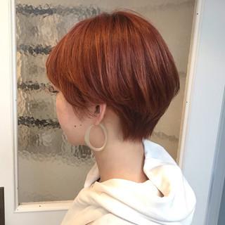 マッシュショート ハンサムショート アプリコットオレンジ オレンジカラー ヘアスタイルや髪型の写真・画像