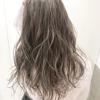 ハイライト グレージュ ロング ハイトーン ヘアスタイルや髪型の写真・画像