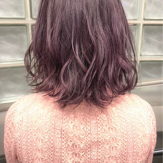 ミディアム ボブ 切りっぱなし ラベンダーピンク ヘアスタイルや髪型の写真・画像