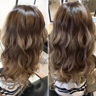 グラデーションカラー ハイライト ロング ミルクティー ヘアスタイルや髪型の写真・画像