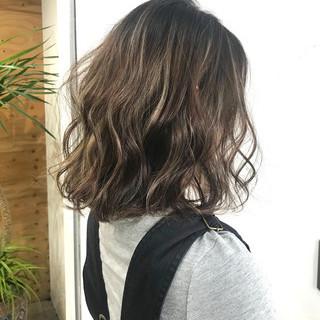 ハイライト ブリーチ 3Dハイライト アッシュベージュ ヘアスタイルや髪型の写真・画像
