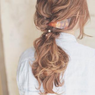 どこが境界線?ゆるゆるのヘアアレンジで大人の魅力を引き出す。