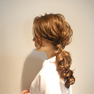 ロング フェミニン 簡単ヘアアレンジ 上品 ヘアスタイルや髪型の写真・画像