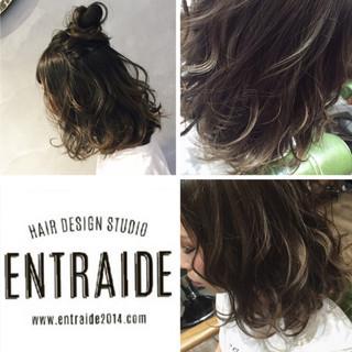 ミディアム アンニュイほつれヘア ゆるふわ ヘアアレンジ ヘアスタイルや髪型の写真・画像