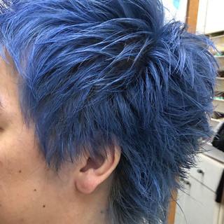 ショート ダブルカラー ブルー ストリート ヘアスタイルや髪型の写真・画像