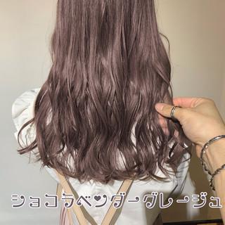 簡単ヘアアレンジ セミロング ミルクティーベージュ フェミニン ヘアスタイルや髪型の写真・画像