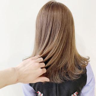 ミルクティーブラウン ミルクティーベージュ ミルクティーアッシュ ミディアム ヘアスタイルや髪型の写真・画像