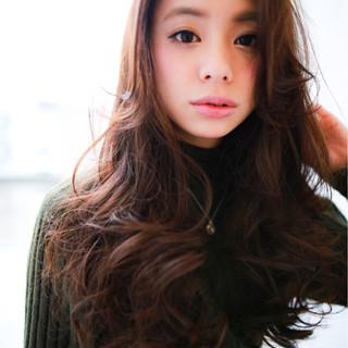 小顔 パーマ ロング こなれ感 ヘアスタイルや髪型の写真・画像