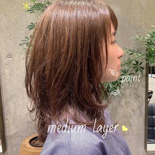レイヤーカット ミディアムレイヤー ナチュラル ミディアム ヘアスタイルや髪型の写真・画像