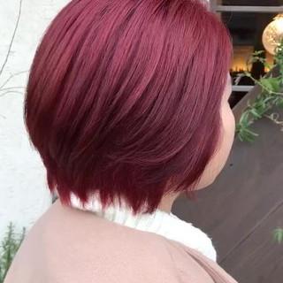 ボブ ブリーチカラー レッドカラー チェリーレッド ヘアスタイルや髪型の写真・画像