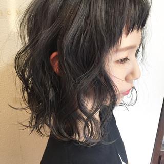 ミディアム ハイライト アッシュ ナチュラル ヘアスタイルや髪型の写真・画像
