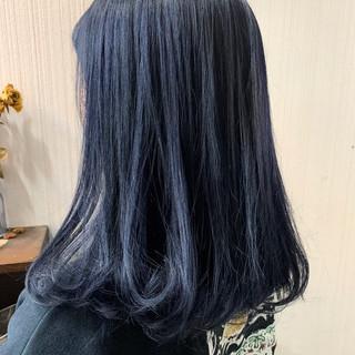 アッシュグレージュ ミディアム アッシュベージュ アンニュイほつれヘア ヘアスタイルや髪型の写真・画像