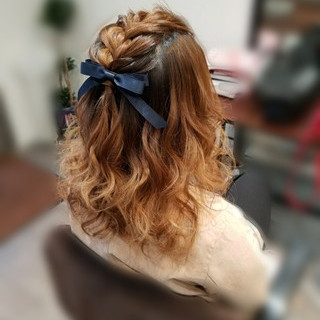 編み込み ヘアアレンジ ミディアム ガーリー ヘアスタイルや髪型の写真・画像 ヘアスタイルや髪型の写真・画像