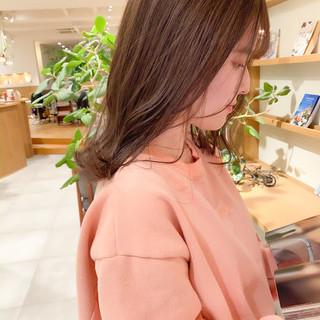 透明感カラー ミルクティーベージュ フェミニン 前髪 ヘアスタイルや髪型の写真・画像