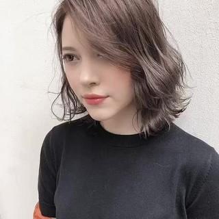 ナチュラル アッシュグレージュ ハイトーンカラー ピンクベージュ ヘアスタイルや髪型の写真・画像