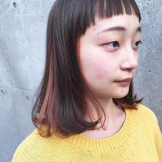 ストリート ミディアム ダブルカラー ショートバング ヘアスタイルや髪型の写真・画像