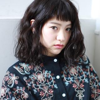 パーマ ミディアム オン眉 前髪あり ヘアスタイルや髪型の写真・画像 ヘアスタイルや髪型の写真・画像