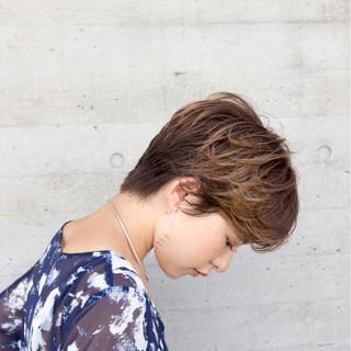 センターパート ナチュラル パーマ ショート ヘアスタイルや髪型の写真・画像