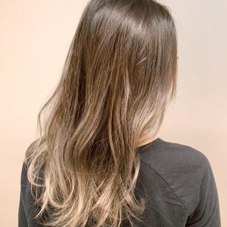 グラデーションカラー セミロング 透明感 フェミニン ヘアスタイルや髪型の写真・画像