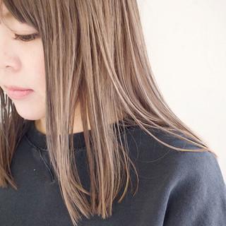 ミルクティーグレージュ 外国人風カラー 切りっぱなしボブ グレージュ ヘアスタイルや髪型の写真・画像