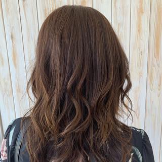 マット 巻き髪 エレガント セミロング ヘアスタイルや髪型の写真・画像