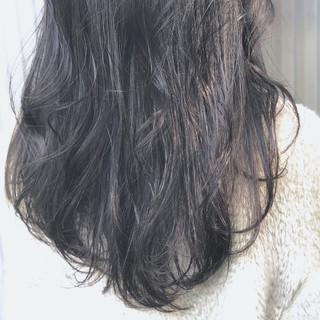 透明感 グレージュ ナチュラル ウェーブ ヘアスタイルや髪型の写真・画像