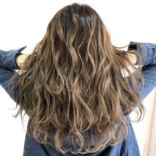 バレイヤージュ 外国人風カラー ロング フェミニン ヘアスタイルや髪型の写真・画像 ヘアスタイルや髪型の写真・画像