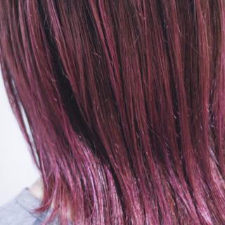 セミロング ピンクアッシュ コントラストハイライト ベリーピンク ヘアスタイルや髪型の写真・画像